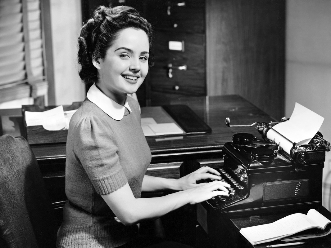 Picture of woman from the 1940's at typewriter